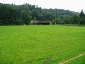 Sportplatz-Richtung-Grillhu